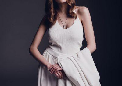 Kobieta w eleganckim ubraniu