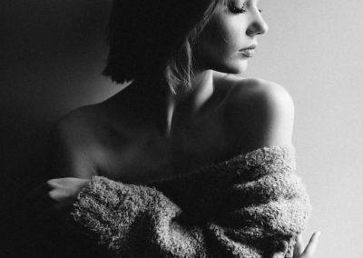 Portret kobiety, zdjęcie czarno-białe